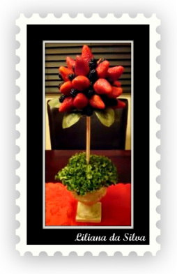 Edible arrangement topiaire