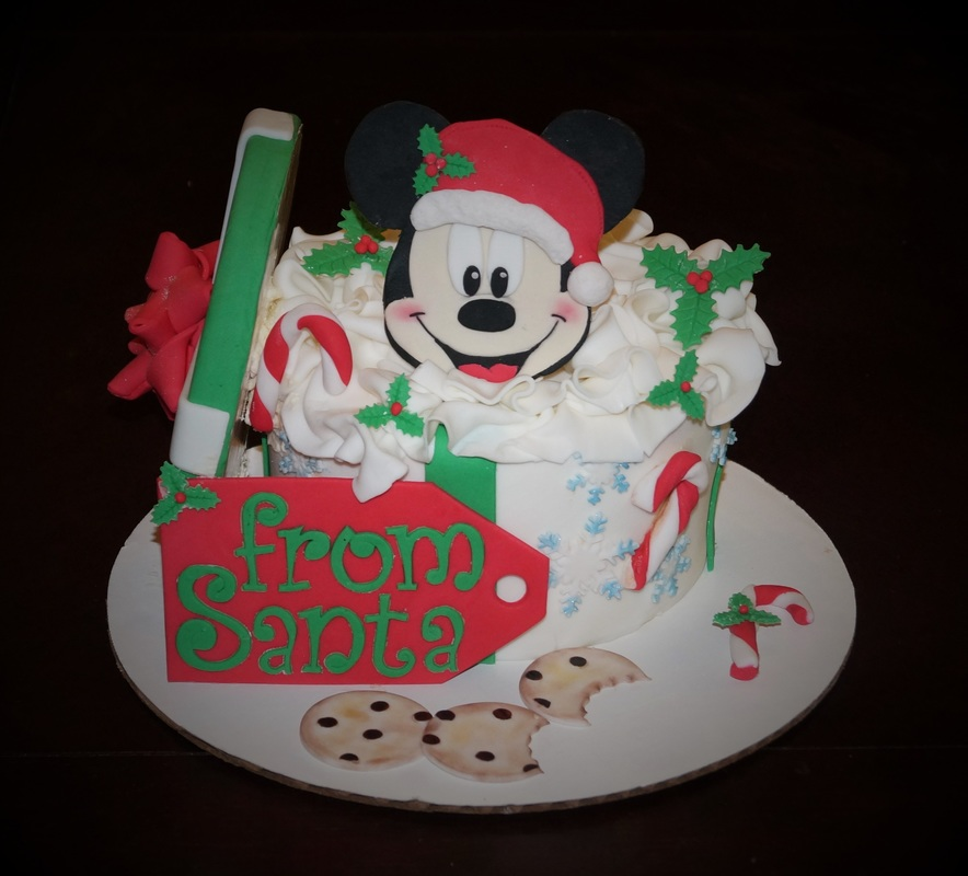 Minnie mouse christmas cake
