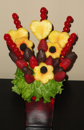 edible arrangement centerpiece